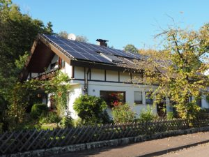 house, housetop, solar cells-699978.jpg